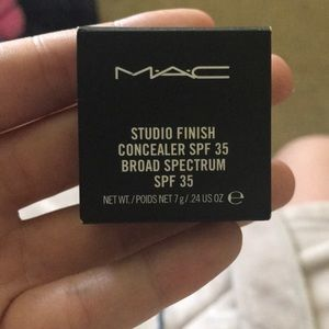 New Mac studio finish concealer in color NW25